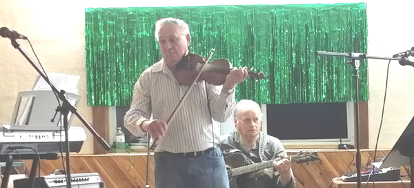 Jamb Steve Machuk playing fiddle 02