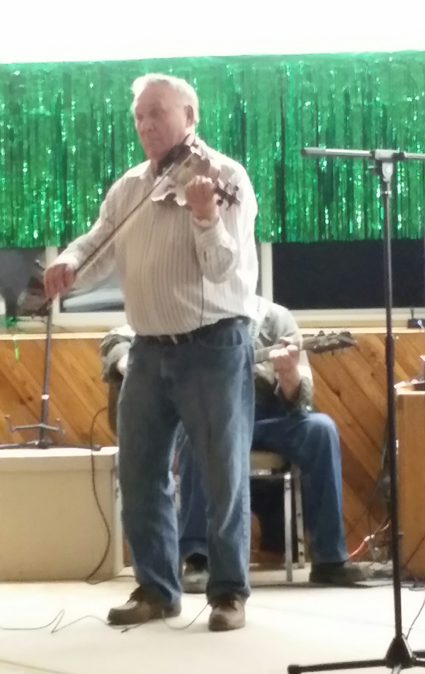Jamb Steve Machuk playing fiddle 03